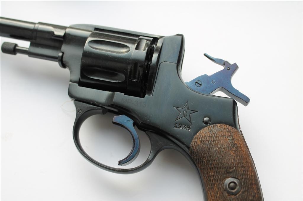 """7.62-мм револьвер """"Наган"""""""
