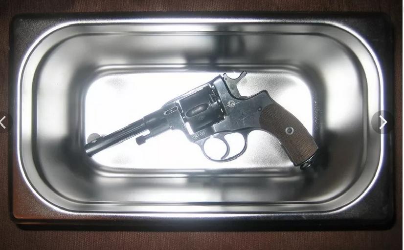 """7,62-мм револьвер """"Наган"""" в ёмкости из нержавейки"""