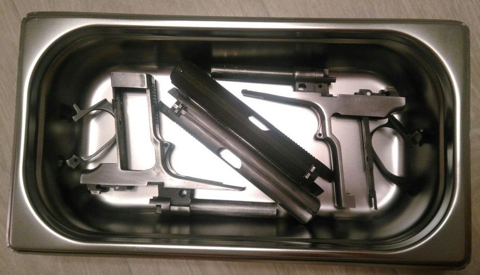 Емкость для воронения с деталями оружияое к воронению оружия к обезжириванию